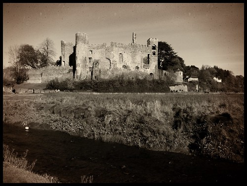 castle wales carmarthenshire 4 derelict iphone laugharne