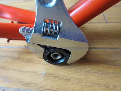 Tighten bottom bracket