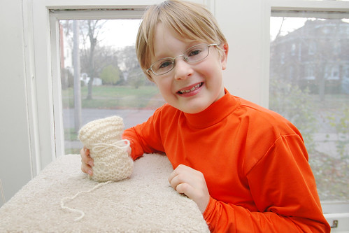 day 2690: knittin' kitties. I.