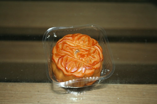 2011-09-06 - Pineapple mooncake - 02 - In tray