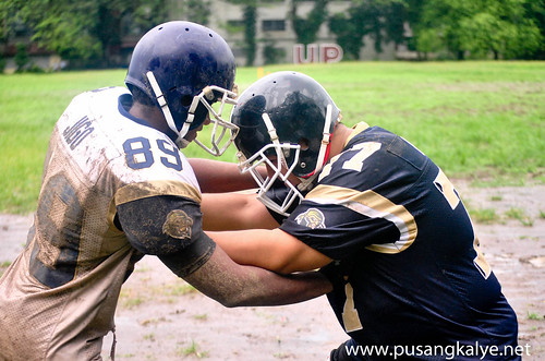 tackle_football