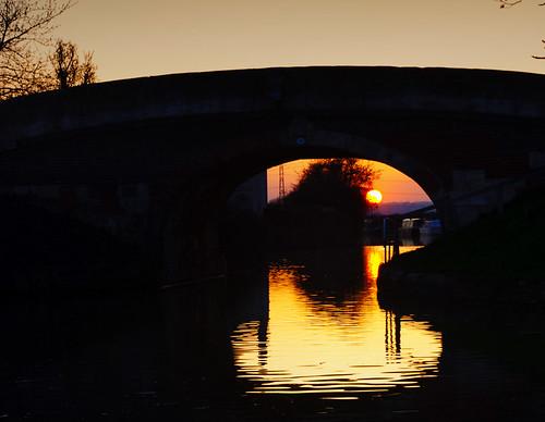 bridge trees sunset reflection water silhouette canal pentax wiltshire semington kennetavon kx