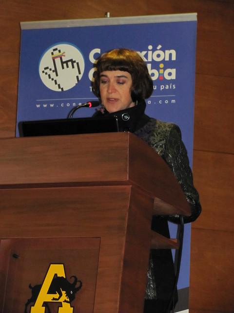 Angela Escallón, directora ejecutiva de Conexión Colombia, da la ...