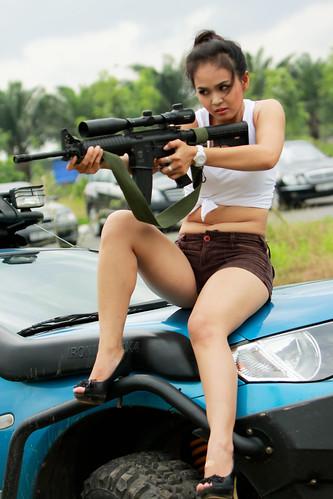 無料写真素材, 人物, 女性  アジア, ベトナム人, 小銃・ライフル