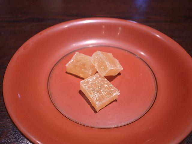 <p>o)干菓子とお抹茶がつきます</p>