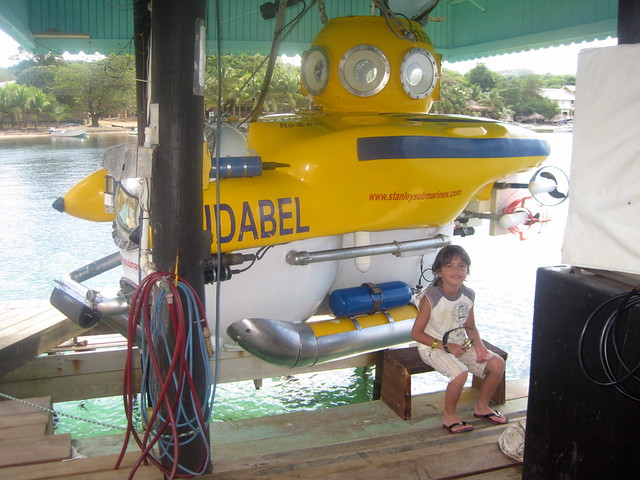 deep sea exploration passenger submarine roatan honduras - kid friendly