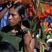 Mujer con flores - Woman with flowers; Procesión Guadalupana, Xonostle, Oaxaca, Mexico por Lon&Queta