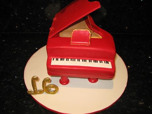 GRAND PIANO CAKE
