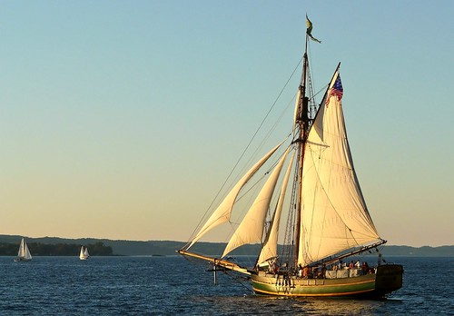 "The sloop ""Friends Good Will"" on West Bay (Schoonerfest 2011 3/3)"