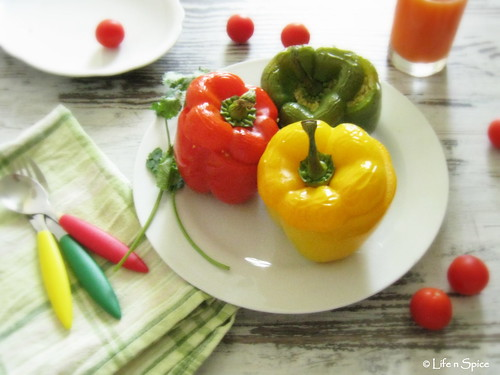Bulgur stuffed capsicums