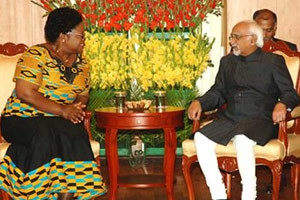 Republic of Zimbabwe Vice-President Joice Mujuru with Indian Vice-President Mohd Hamid Ansari. The two officials held discussions in New Delhi.  Both countries are seeking to strengthen economic and political ties. by Pan-African News Wire File Photos