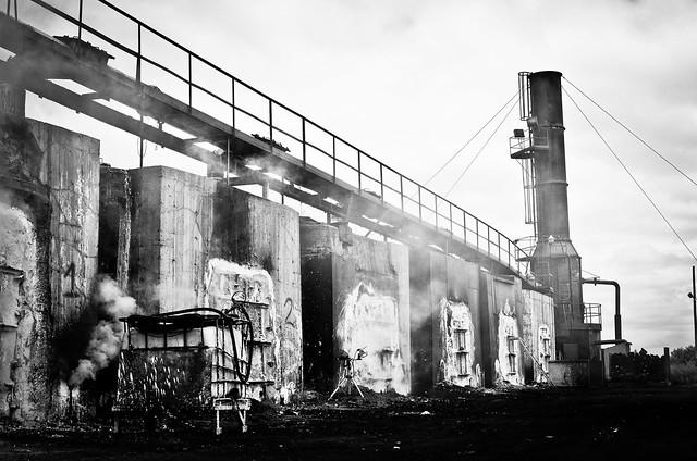 usine de charbon de bois flickr photo sharing. Black Bedroom Furniture Sets. Home Design Ideas