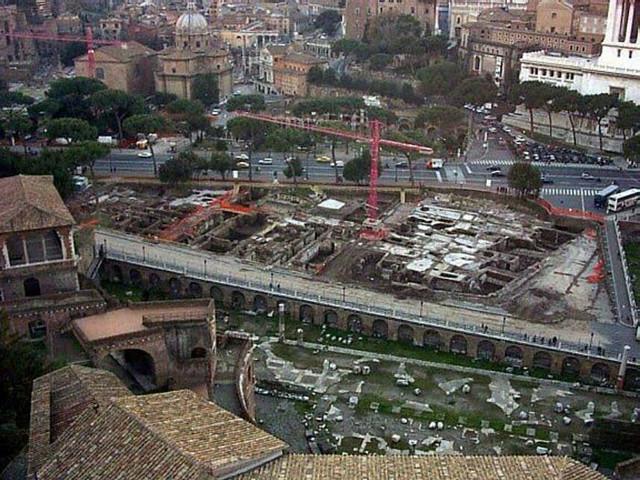 Roma - Archeologia - Trovato il Tempio di Traiano, cambia la mappa dei Fori. Prof. Andrea Carandini & Dott. Roberto Meneghini. Corriere della Sera (09-10/07/1999).