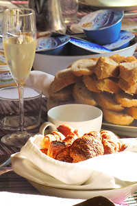 http://www.valenciamansion.com/ Enjoy a five star boutique breakfast at Valencia Mansion Bed & Breakfast , Spain.
