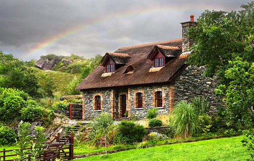 Gap of dunloe - Ireland - House in the wood