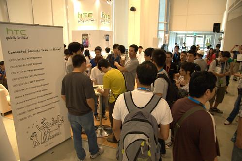 HTC 攤位人潮