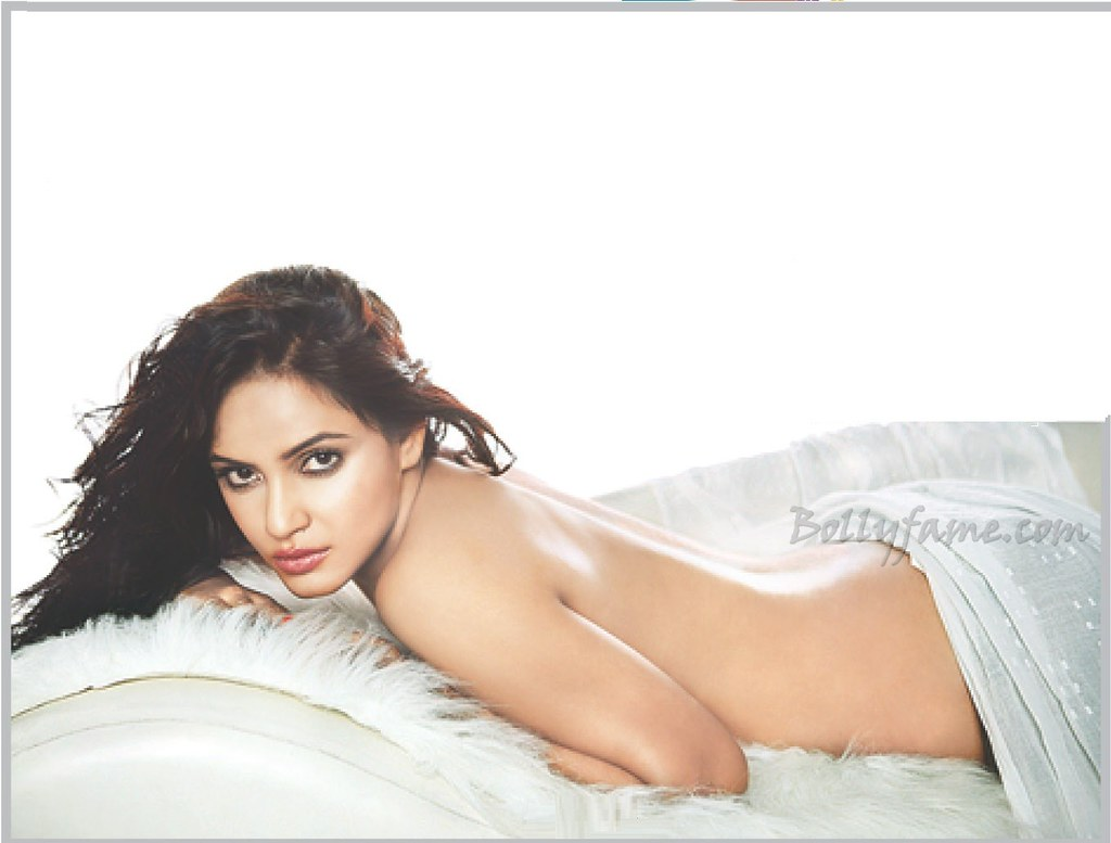 hot babe neetu chandra posing topless on bed - www.bollyfame