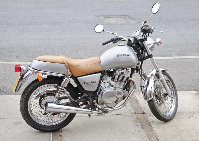 Suzuki TU250X Motorcycle, Motorbike, 2000 Model in Silver (right side)