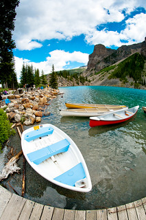 Boat on Moraine lake