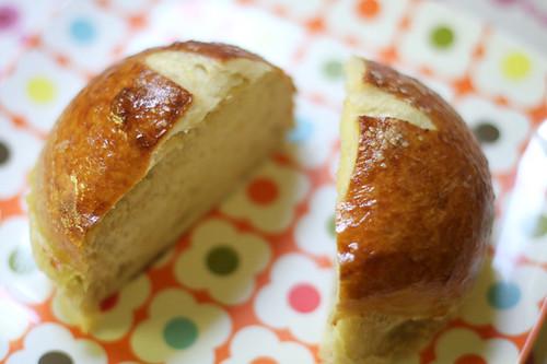 Bretzel Bread: Tricks and Video Tutorial - In Color Order
