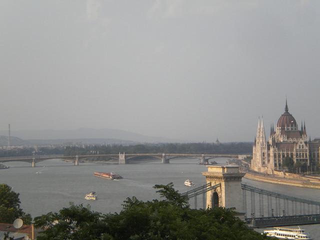 El río Danubio con Lánchid y el Parlamento