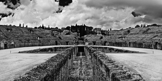 Remembering old times... (IX) - Amphitheatre of Italica