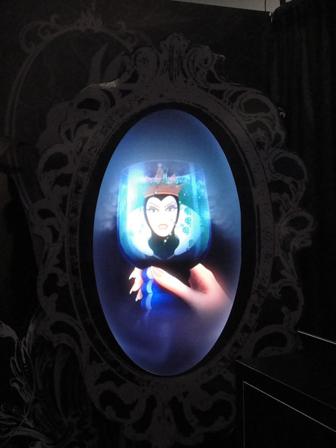 D23 expo 2011 mirror mirror on the wall flickr for Miroir magique cinema