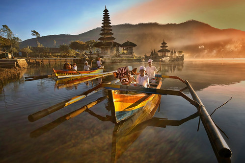 Bedugul, Bali - Ferrying the Ogor Ogor from Pura Ulun Danu