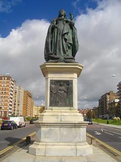 Image of Queen Victoria Statue. statue hove queenvictoria