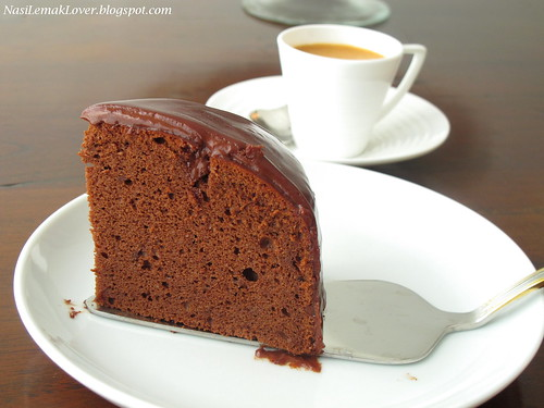 Recipes from everywhere rich chocolate sponge cake for Chocolate sponge ingredients