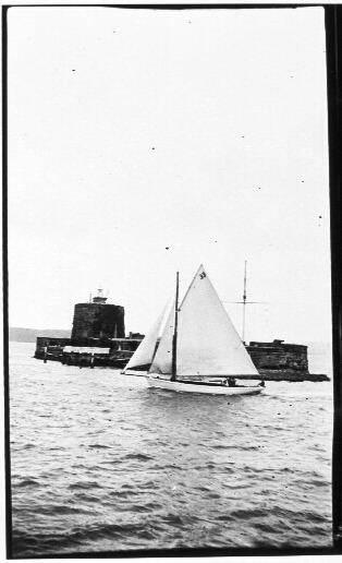 33' cutter near Fort Denison, Sydney Harbour