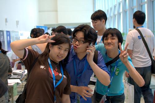 幾位因 COSCUP 2009 認識的朋友再度聚首,這三位平常分別住在台南、北京、台北