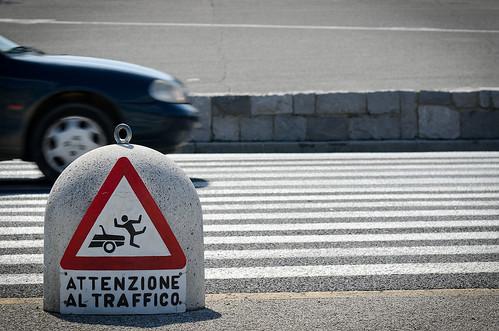 auto road street man car danger warning dangerous nikon strada accident stripes pedestrian uomo step human velocity signal pericolo segnale velocità incidente passo umano strisce pedonali redipuglia avvertimento d7000