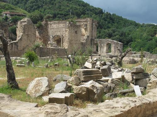 Rovine di monastero a Soriano Calabro