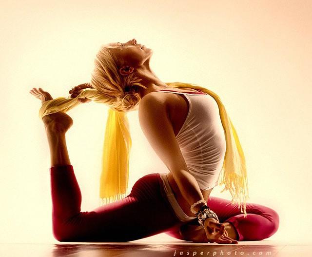 Yoga Angela Kukhahn in King Pigeon Pose (Eka Pada Rajakapotasana)