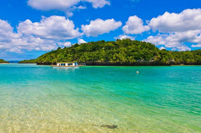 この夏行きたい!東京から3時間、美しすぎる石垣島の海へ。