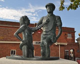 Mudlarks Statue, Portsmouth