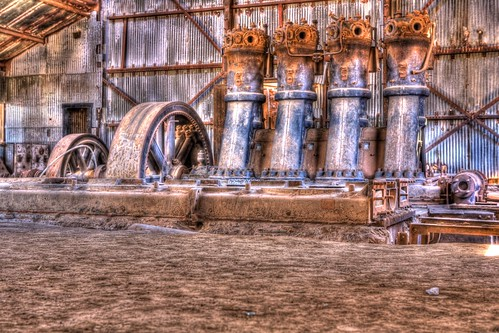 chile old trip travel vacation house plant building wheel contrast vintage eos sand reisen iron mine flickr day power earth steel may engine indoor used soil massive atacama cylinder housing modified inside gps dust hdr topaz 2470mm wikinger 2011 canoneos5d canonef2470mmf28l tonemapped regióndetarapacá oficinapeñachica 4523t
