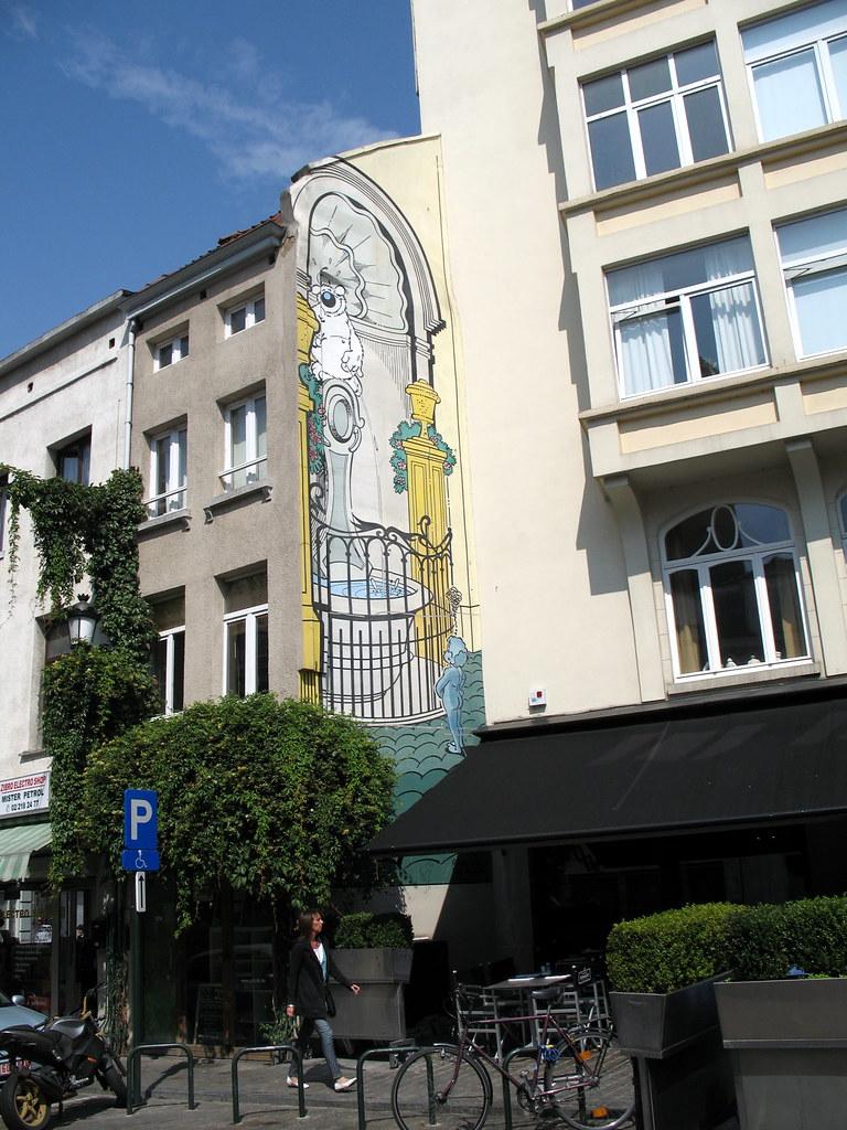 bruxelles rue de flandre la fontana rappresentata nel di flickr photo sharing. Black Bedroom Furniture Sets. Home Design Ideas