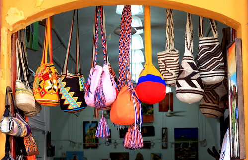 Bags of Color / Bolsas de Colores
