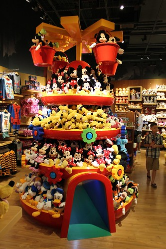 disney store opens at florida mall in new imagination park location closest to walt disney world. Black Bedroom Furniture Sets. Home Design Ideas