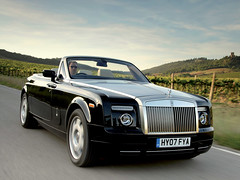 rolls-royce corniche(0.0), automobile(1.0), rolls-royce(1.0), vehicle(1.0), performance car(1.0), automotive design(1.0), rolls-royce phantom coupã©(1.0), rolls-royce phantom(1.0), rolls-royce phantom drophead coupã©(1.0), sedan(1.0), land vehicle(1.0), luxury vehicle(1.0), convertible(1.0), supercar(1.0), sports car(1.0),