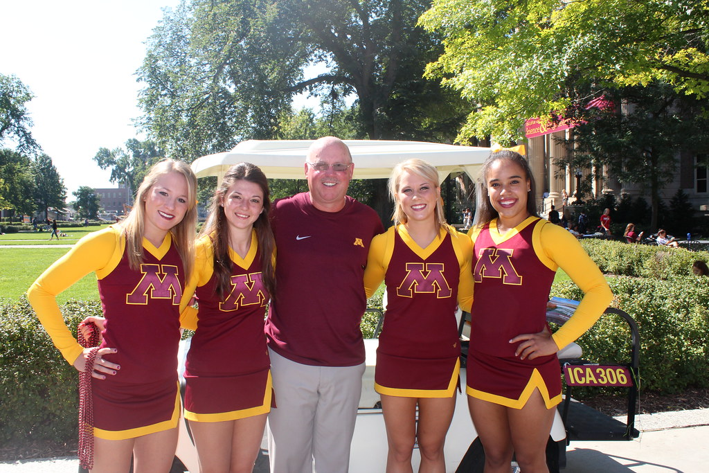 Minnesota Gophers Football cheerleaders