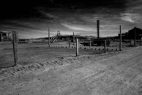 world chile trip vacation sky bw moon white house black building tower heritage nature weather silhouette canon landscape ir eos site reisen flickr day 300d view outdoor may unesco atacama infrared 20mm gps humberstone canoneos300d travelgroup wikinger 2011 lascuevas regióndetarapacá 4523t