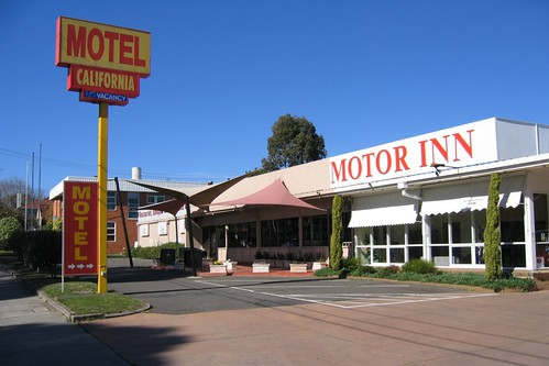 Visiting motel hell in hawthorn waking up in geelong for Motel one wellness