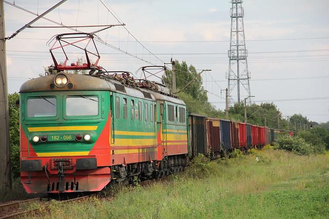 PTK 182-096 + 3E-063 , Wrocław Muchobór train station 12.08.2011