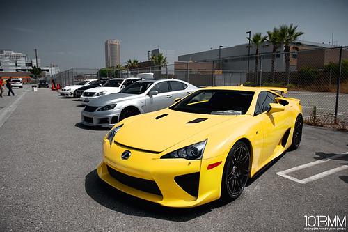 yellow lexus lfa lf-a
