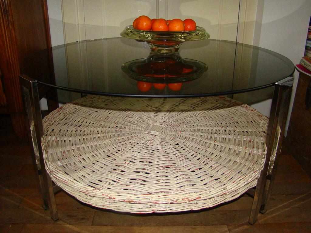 Retro Salon Tafel.Retro Salon Tafel Glazen Blad Chroom Onderstel Rieten Mand