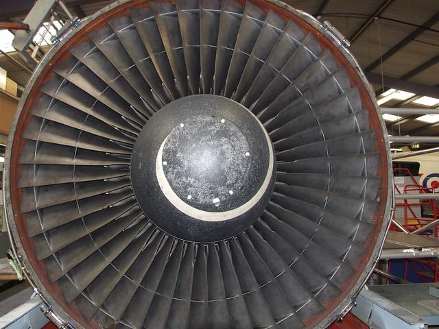Centrifugal Jet Engine : Jet engine as a contrast to the centrifugal compressor