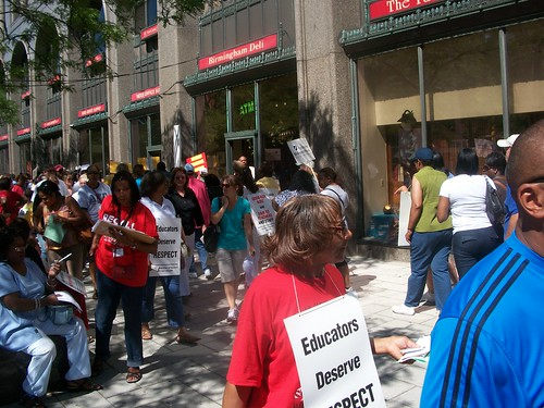 Members of the Detroit Federation of Teachers and other union members protests the continued salary and benefit cuts that have gutted the public system. The Obama administration supports the attacks on public employees. (Photo: Abayomi Azikiwe) by Pan-African News Wire File Photos